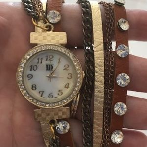 Vintage Gold Tone Crystal and Leather Watch